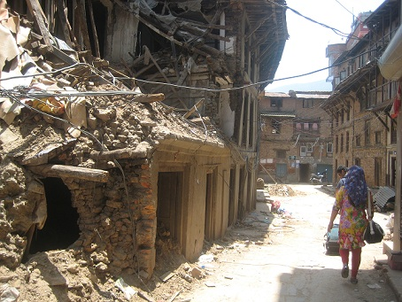 Our volunteers passing through the rubbles to reach the center