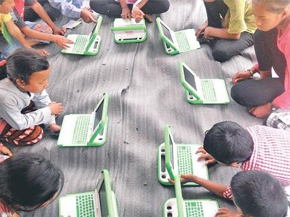 kids on laptop